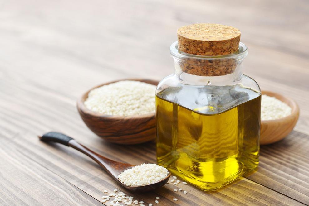 Кунжутное масло положительно воздействует на рост мышц, поэтому его рекомендуют употреблять людям, желающим нарастить мышечную массу